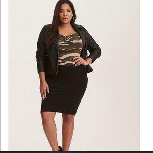 3/$30 Torrid fold over black skirt size 1